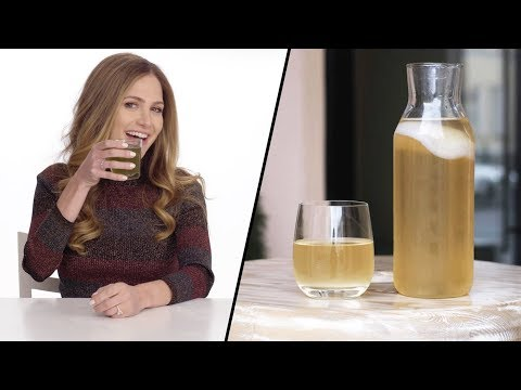 The benefits of drinking kombucha, straight from a dietitian | You Versus Food